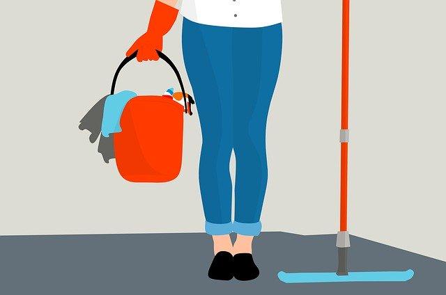 kobieta czyści